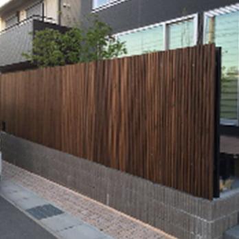 木目のフェンス